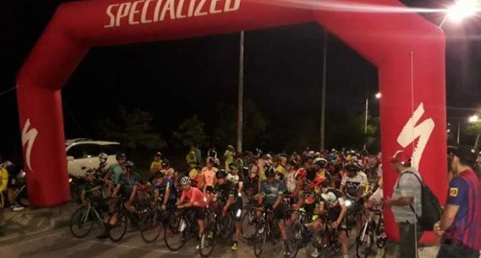 Ciclistas profesionales colombianos podrán entrenar al aire libre