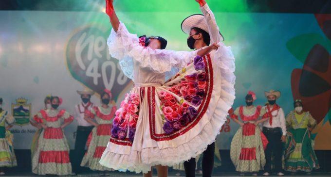 Neivanos gozaron de danzas y grupos tradicionales