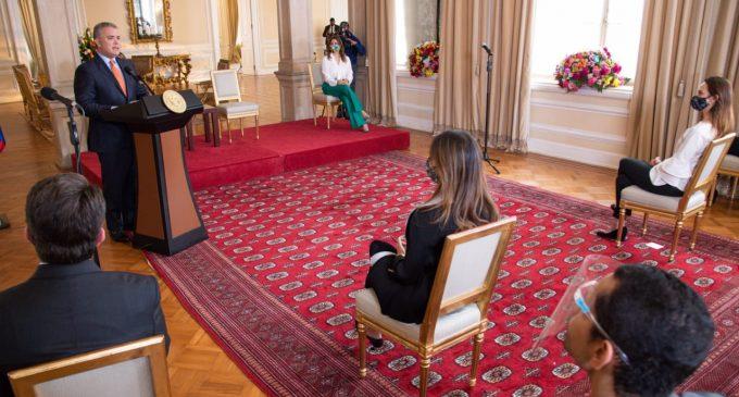 Presidente invita a la defensa de los derechos de los niños