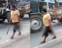 En la India, hombre decapitó a su esposa y se entregó a las autoridades