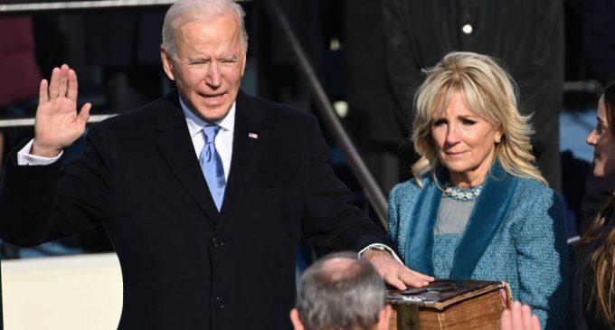 Joe Biden tomó posesión como presidente de Estados Unidos