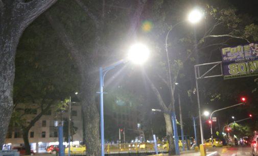 Iluminada la Avenida La Toma con luces LED