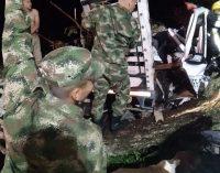 Soldados prestan ayuda en accidente vial