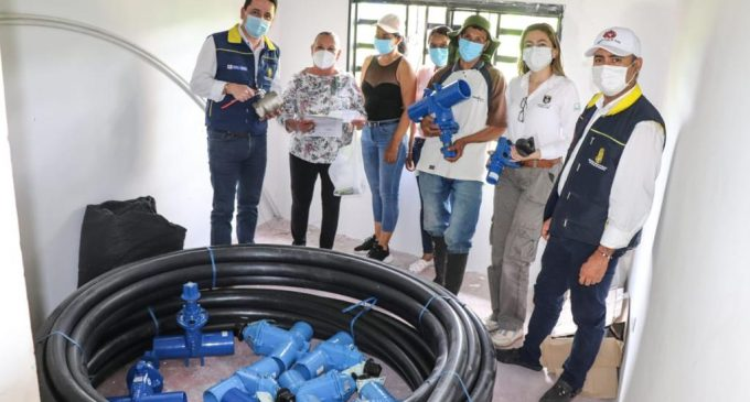 Familias de Pitalito recibieron materiales para su acueducto veredal